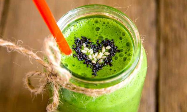 "Gorgeously ""Greens"" Detox Smoothie"