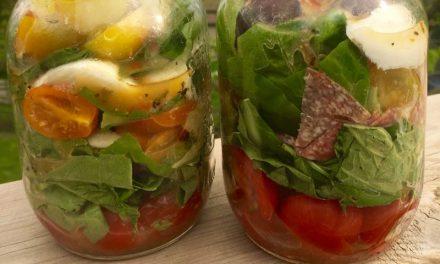 Layered Caprese Salad In A Jar!